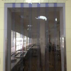 rèm-nhựa-pvc-ngăn-lạnh-cảm-bụi-1